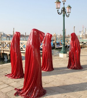 public-biennale-de-arte-venice-international-world-light-art-arts-design-exhibition-sculpture-guardians-of-time-manfred-kielnhofer-4341-300x336